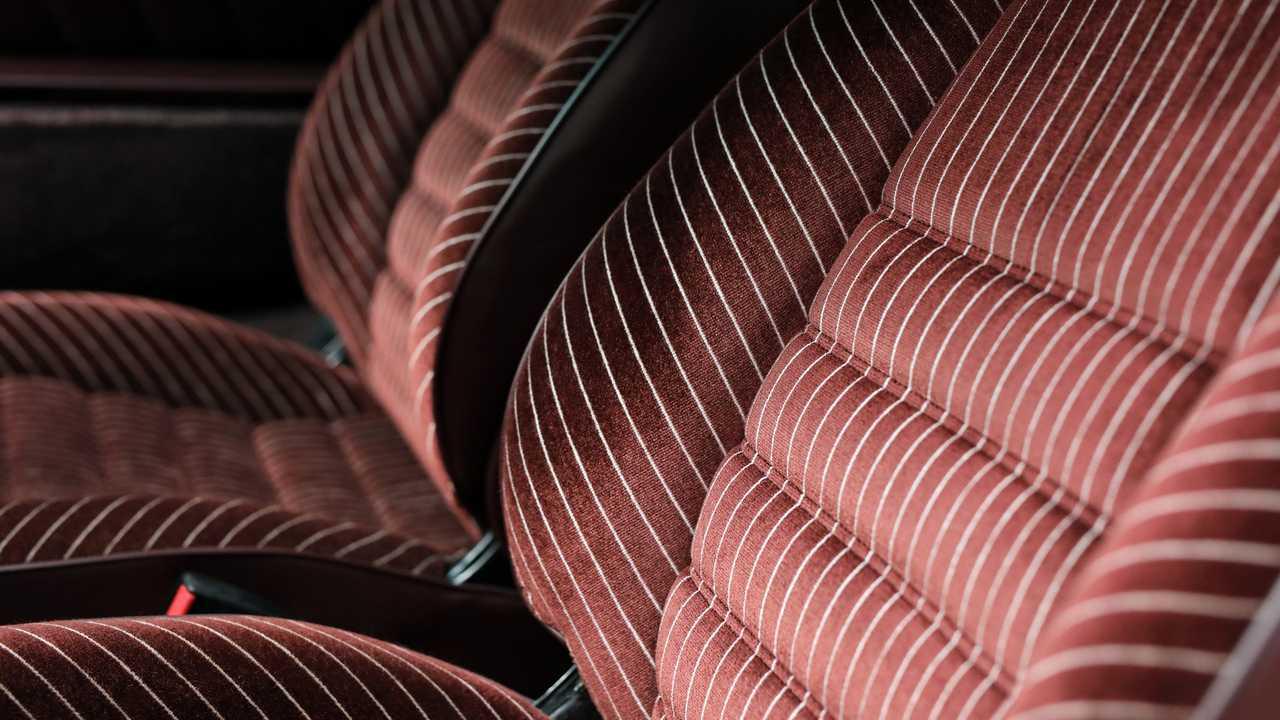 Porsche Top 5 fancy seat patterns - Pinstripes