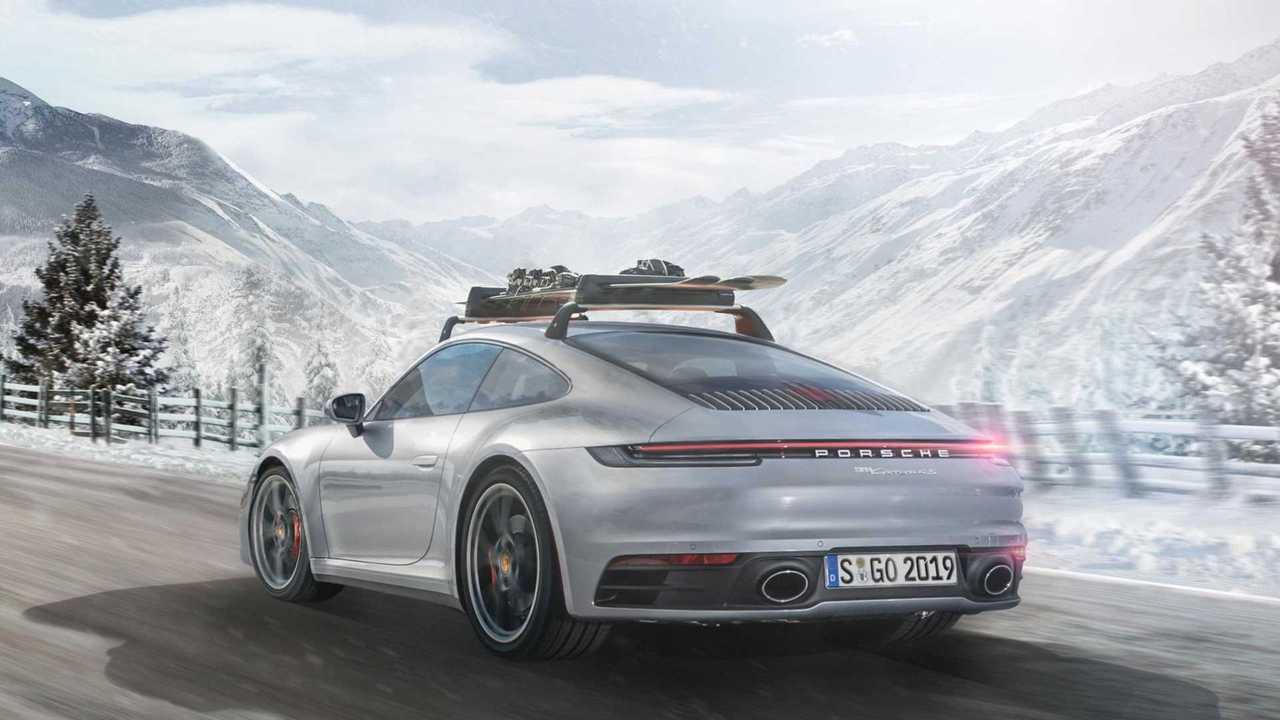 Porsche 911 avec des skis