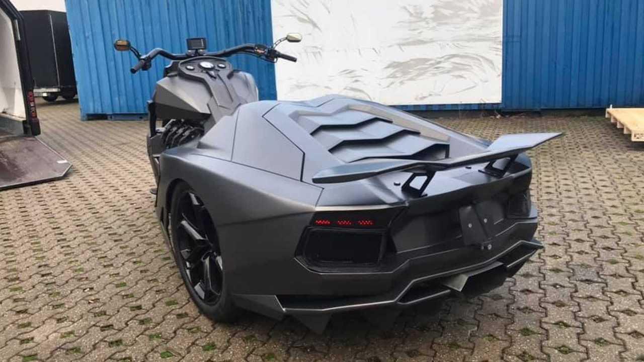 Triciclo con zaga de Lamborghini