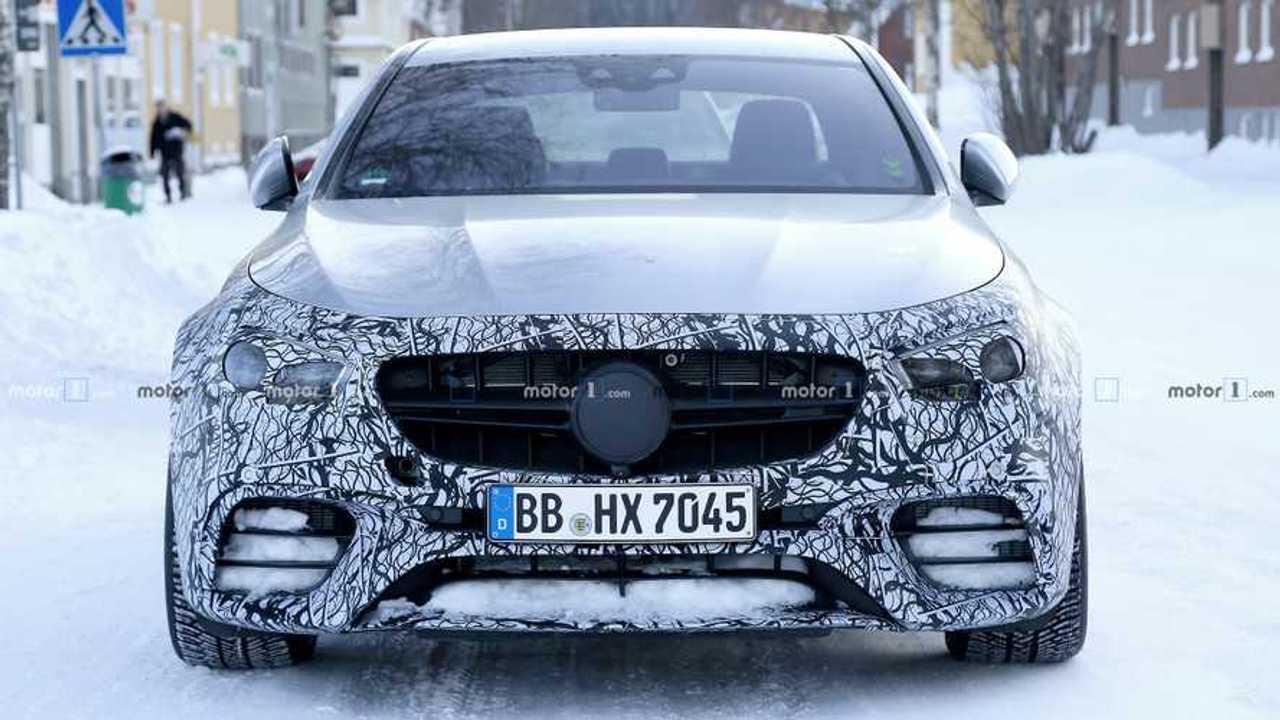 Makyajlı 2020 Mercedes-AMG E63 İlk Casus Fotoğrafları