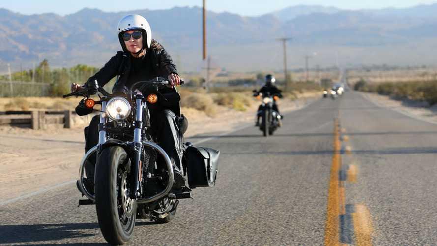 Le donne in moto sono più felici, lo dice la scienza!