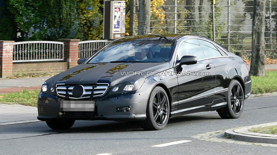 Mercedes E-Class Coupe in Black Almost Free of Camo