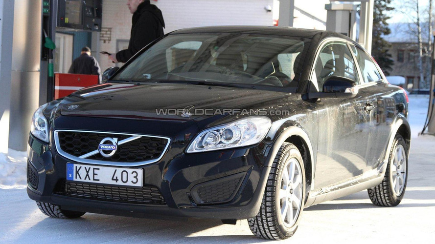 Volvo C30 mule spied in the cold