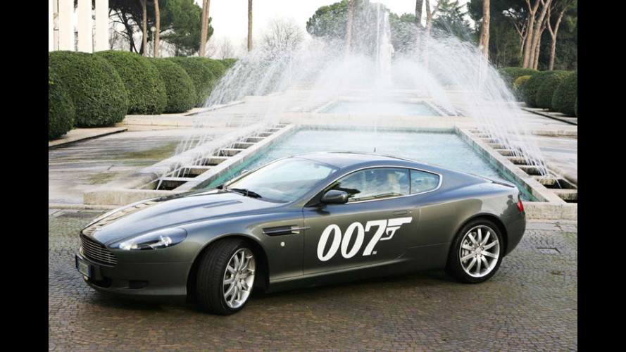 L'Aston di James Bond in giro per Roma...