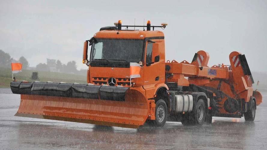 Mercedes Autonomous Snow Plow