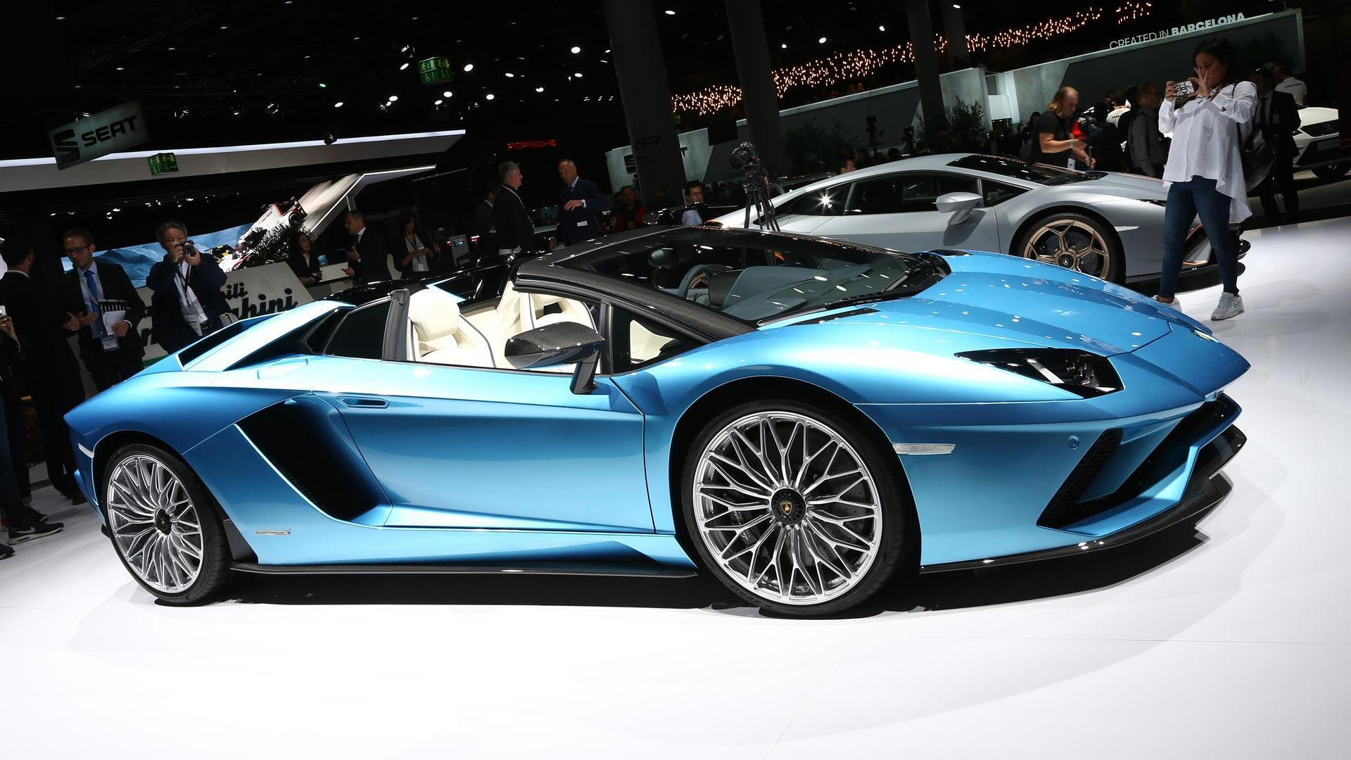Lamborghini Aventador S Roadster Loses Its Roof In Frankfurt