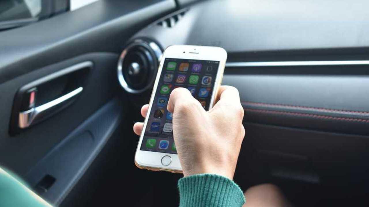 L'iPhone in macchina