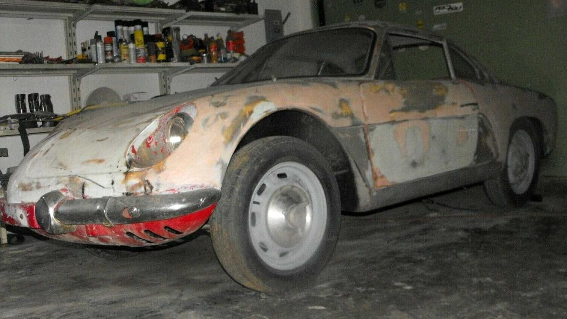 Une Alpine A110 de 1965 découverte dans une grange au Mexique
