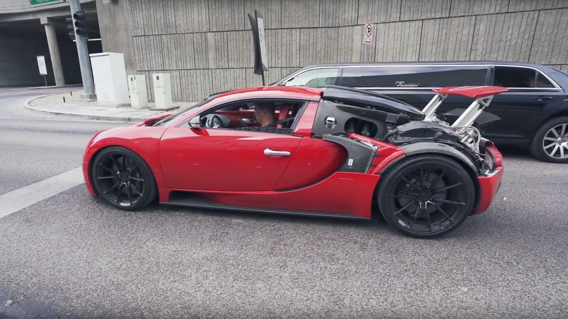 Videó: A hátsó panel nélkül parolázik egy Bugatti Veyron Amerikában