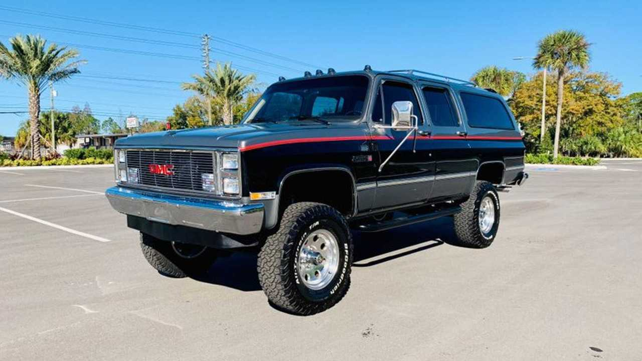 Restored 1987 GMC Suburban Is Livin\' Large