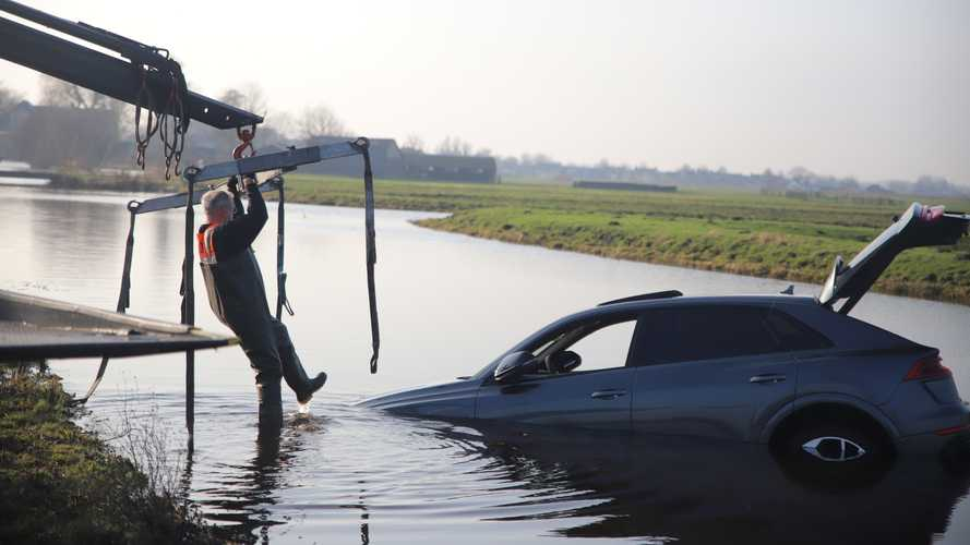 2020 Audi RS Q8 accident in Reeuwijk