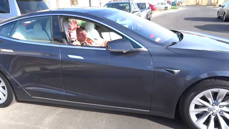 Terrified Grandma On Tesla Model S Learns What Smart Summon Does The Hard Way