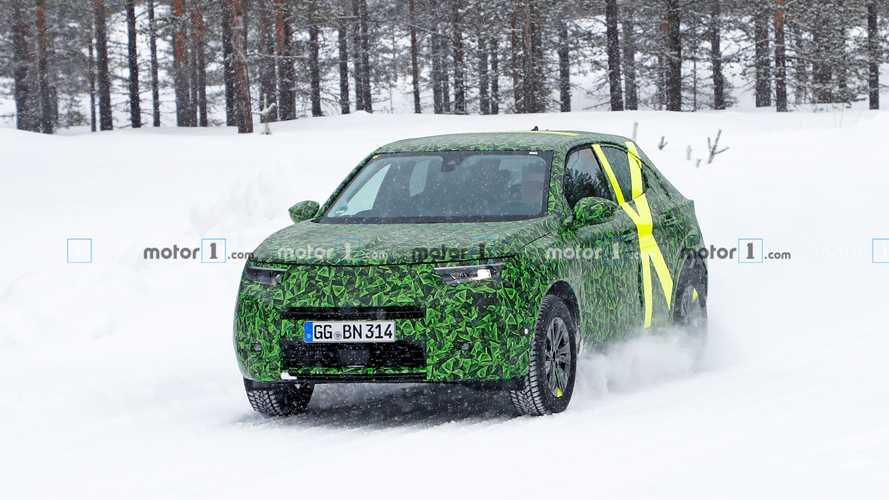Neuer Opel Mokka X (2020) als Erlkönig erwischt