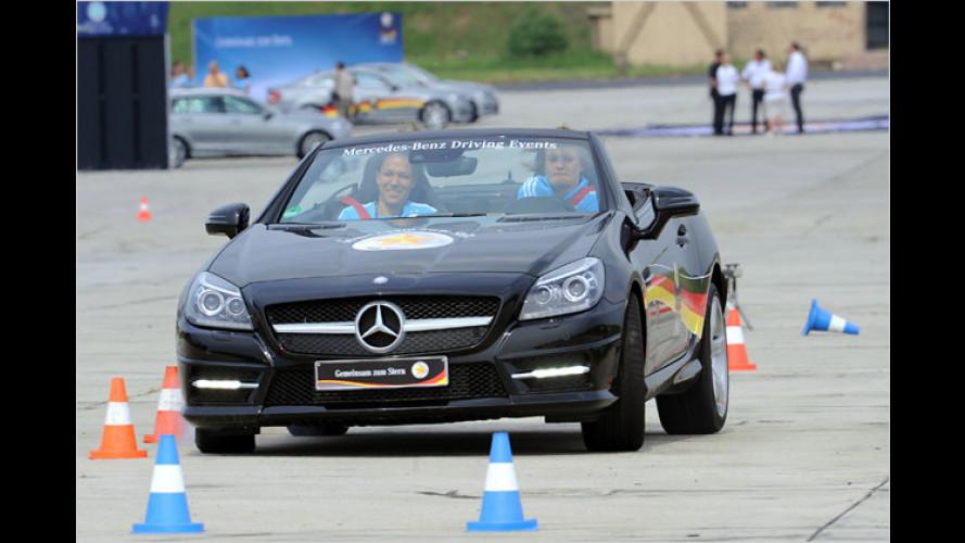 Driftende DFB-Damen beim Mercedes-Fahrtraining