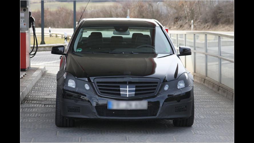 Erlkönig des Mercedes E 63 AMG auf frischer Tat ertappt