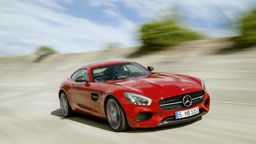 Számos AMG GT, G550 4x4² és S-osztályú modelljét hívja vissza a Mercedes