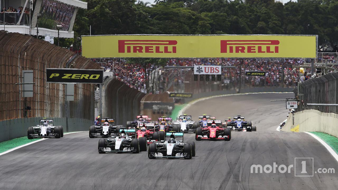 Start- Nico Rosberg, Mercedes AMG F1 and Lewis Hamilton, Mercedes AMG F1 lead