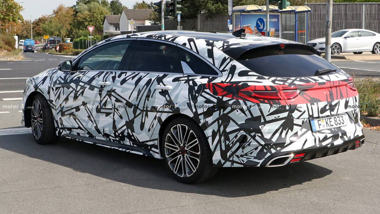 2019 Kia Proceed GT spy photo