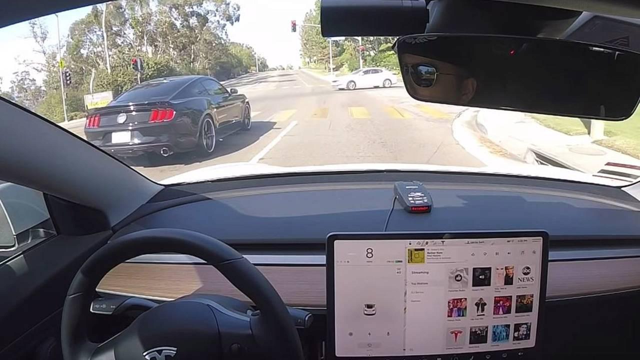 Tesla Model 3 Race Ford Mustang
