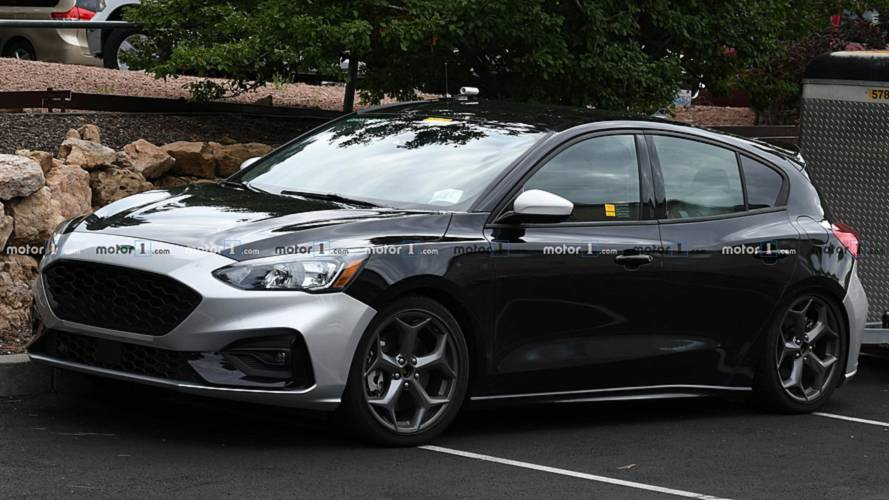 Next Ford Focus ST spied undisguised and towing a trailer