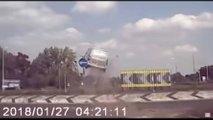 Peugeot Partner'ın Kavşaktaki Büyük Kazası