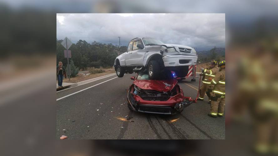Mazda Pickup Attempts To Mate With Honda SUV, Nobody Injured