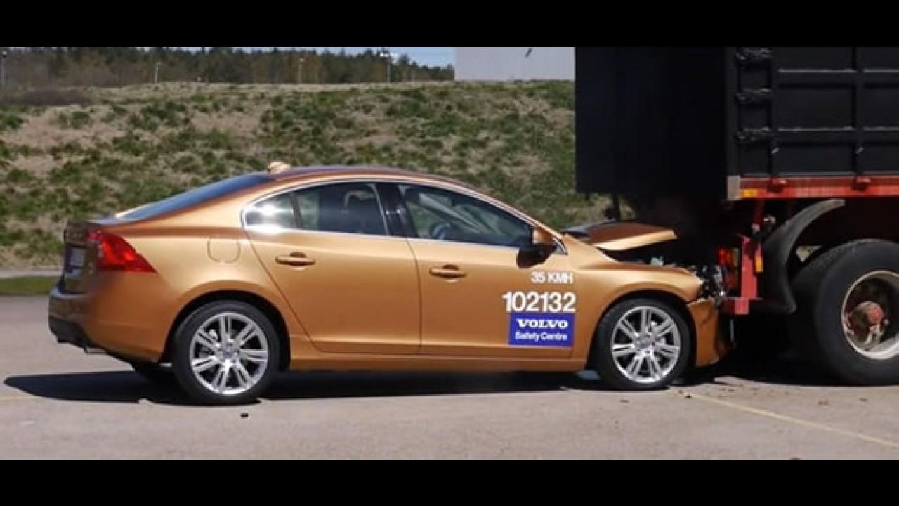 Vídeo - Sistema inteligente City Safe da Volvo falha em apresentação