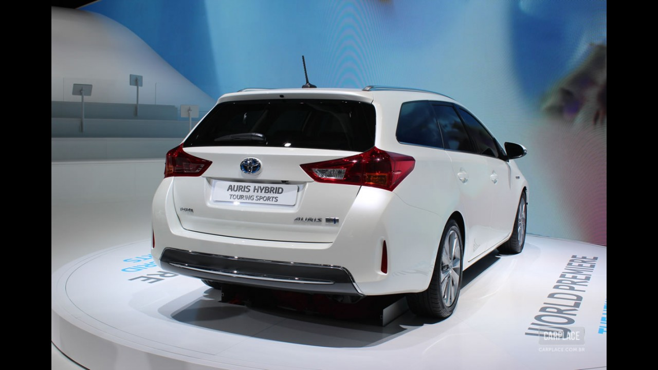 Salão de Paris: Toyota apresenta Auris Hybrid Touring