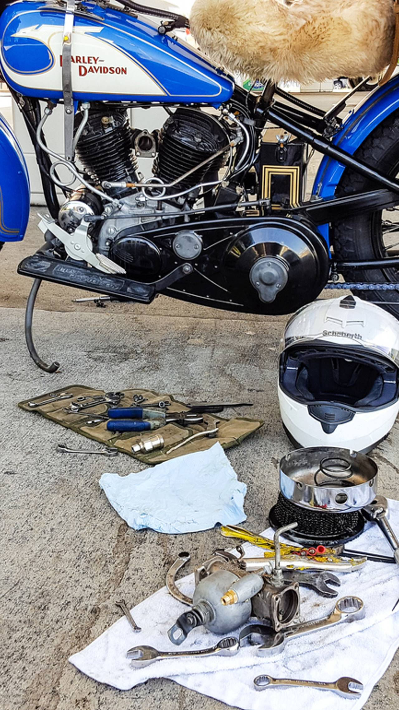 <em>Even with all the right tools, disassembling a carburetor at a gas station is no fun.</em>