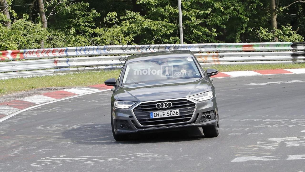 Yeni Audi S8 Nürburgring'de
