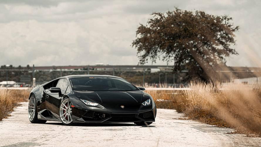 2000 beygir gücündeki Lamborghini Huracan'ın hızlanmasını izleyin
