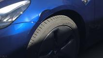 Tesla Model 3 Çamurluk Hasarı Yakın Çekim