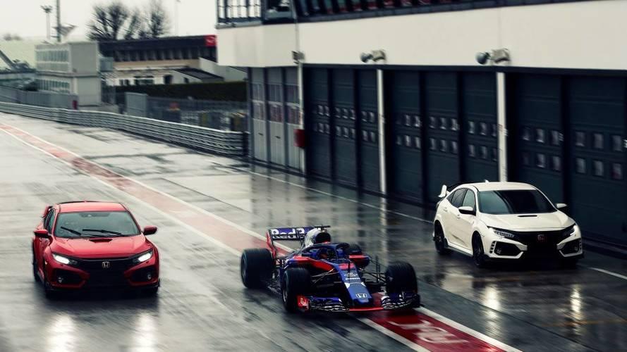A Toro Rosso F1-versenyzői Honda Civic Type R-t hajtanak cégautóként