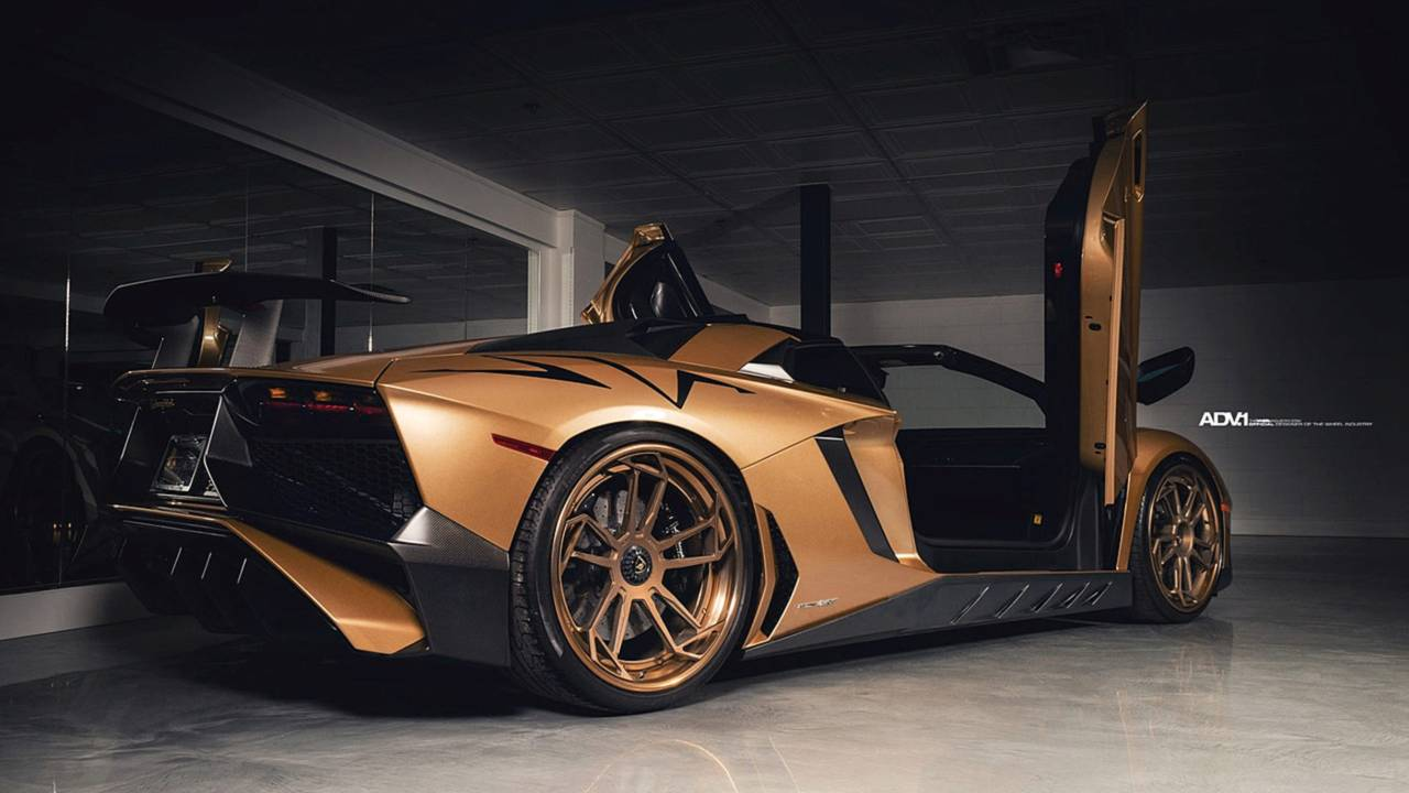 There\u0027s Flashy, And Then There\u0027s This Matte Gold Lambo Aventador