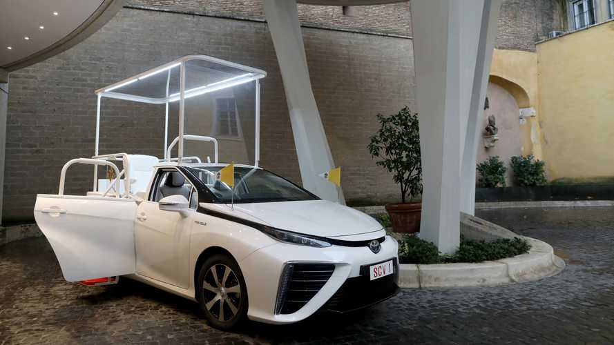 Una Toyota Mirai per Papa Francesco