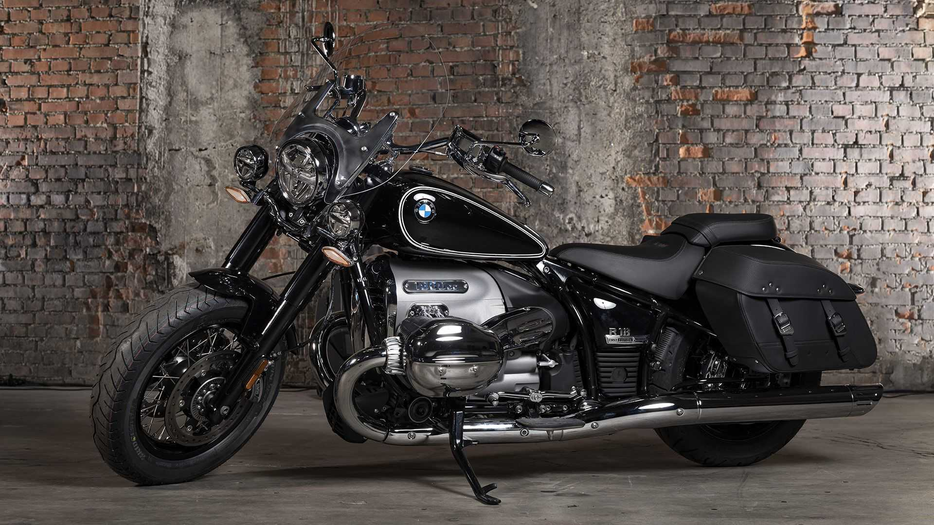 The New Bmw R 18 Classic Is A Big Bore Boxer Tourer