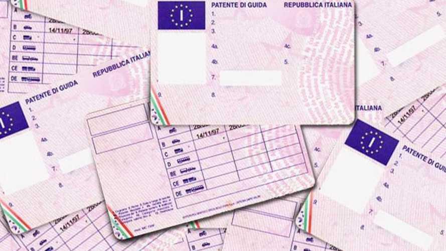 Rinnovo patente in scadenza, validità prorogata al 30 aprile 2021
