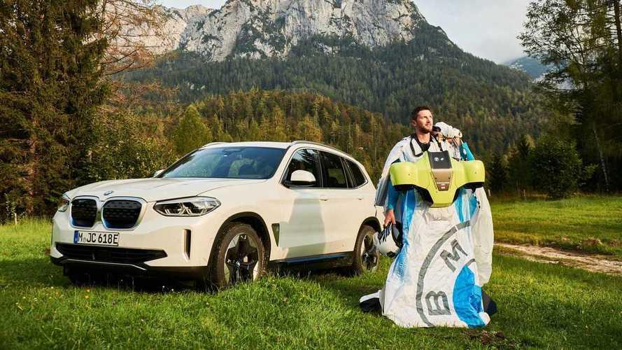 BMW'nin son elektrikli modeli bir wingsuit oldu!