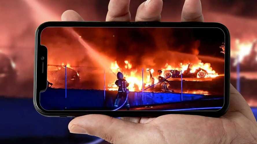 Il video del Tesla Store in fiamme in Svezia: si cerca il piromane