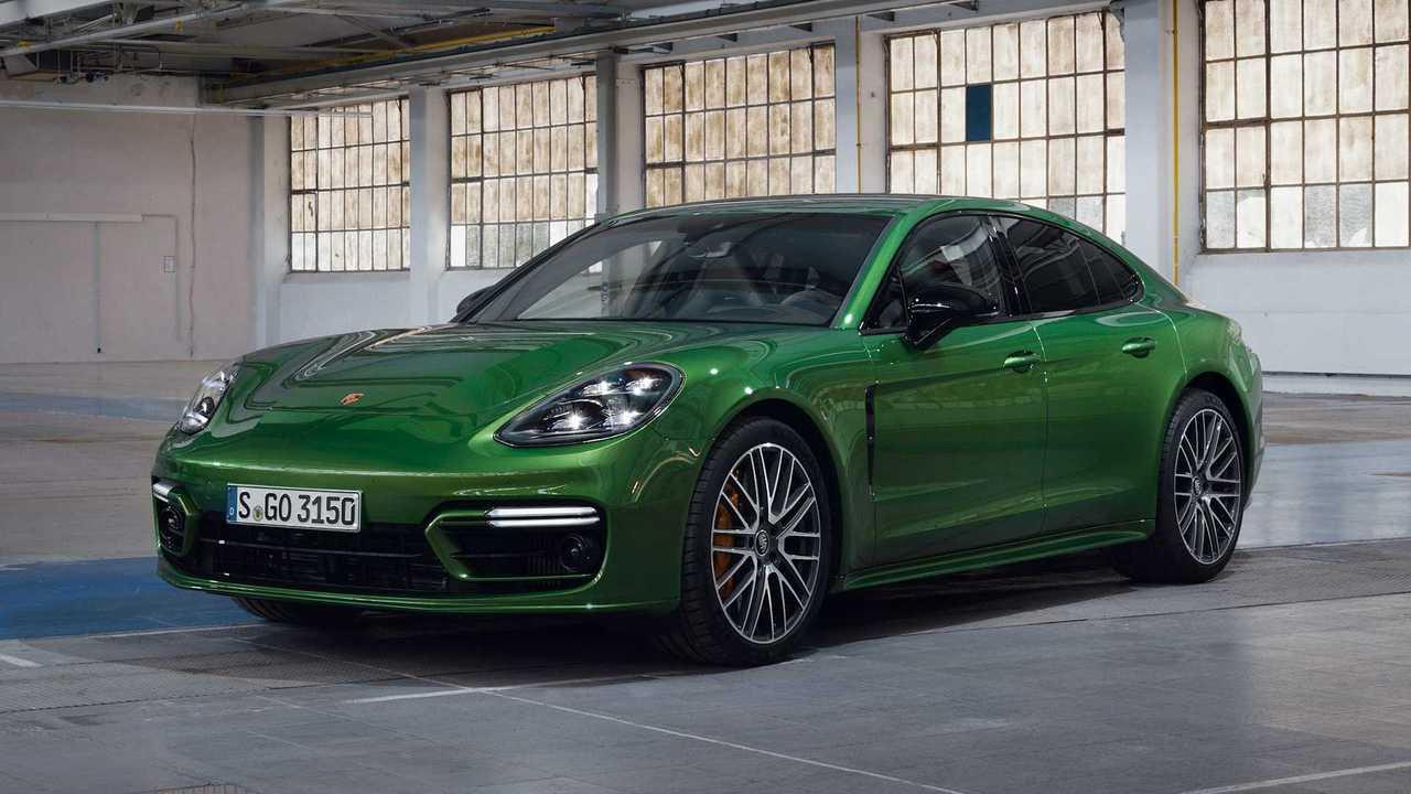 2021 Porsche Panamera 4S Front 3/4