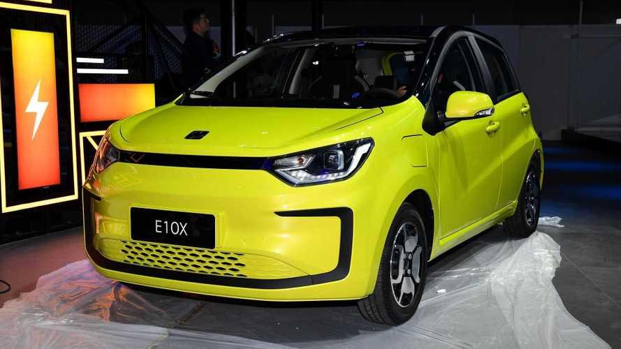 Volkswagen-JAC lança carro elétrico popular pelo equivalente a R$ 39.500