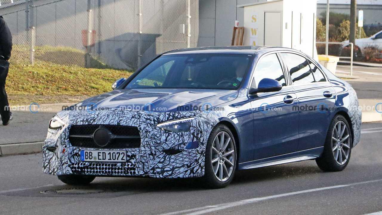 Новые шпионские фото седана Mercedes-Benz C-класса, вид спереди