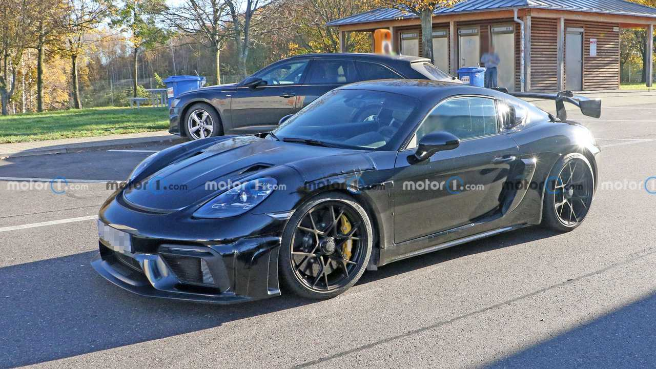 2022 Porsche 718 Cayman GT4 RS spy photo