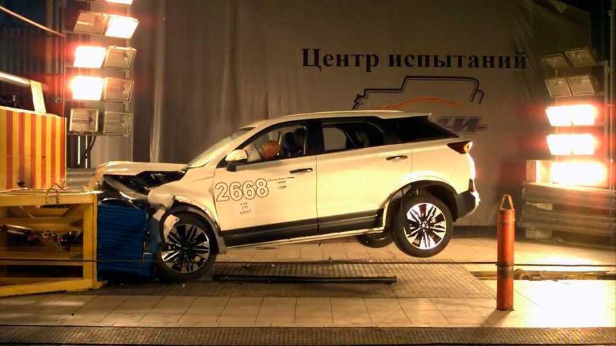 В России разбили новый кроссовер FAW – ради безопасности