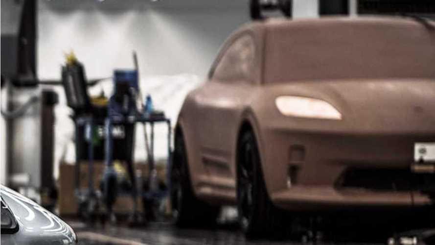 La imagen de Porsche anticipa el diseño 'afilado' del Macan eléctrico