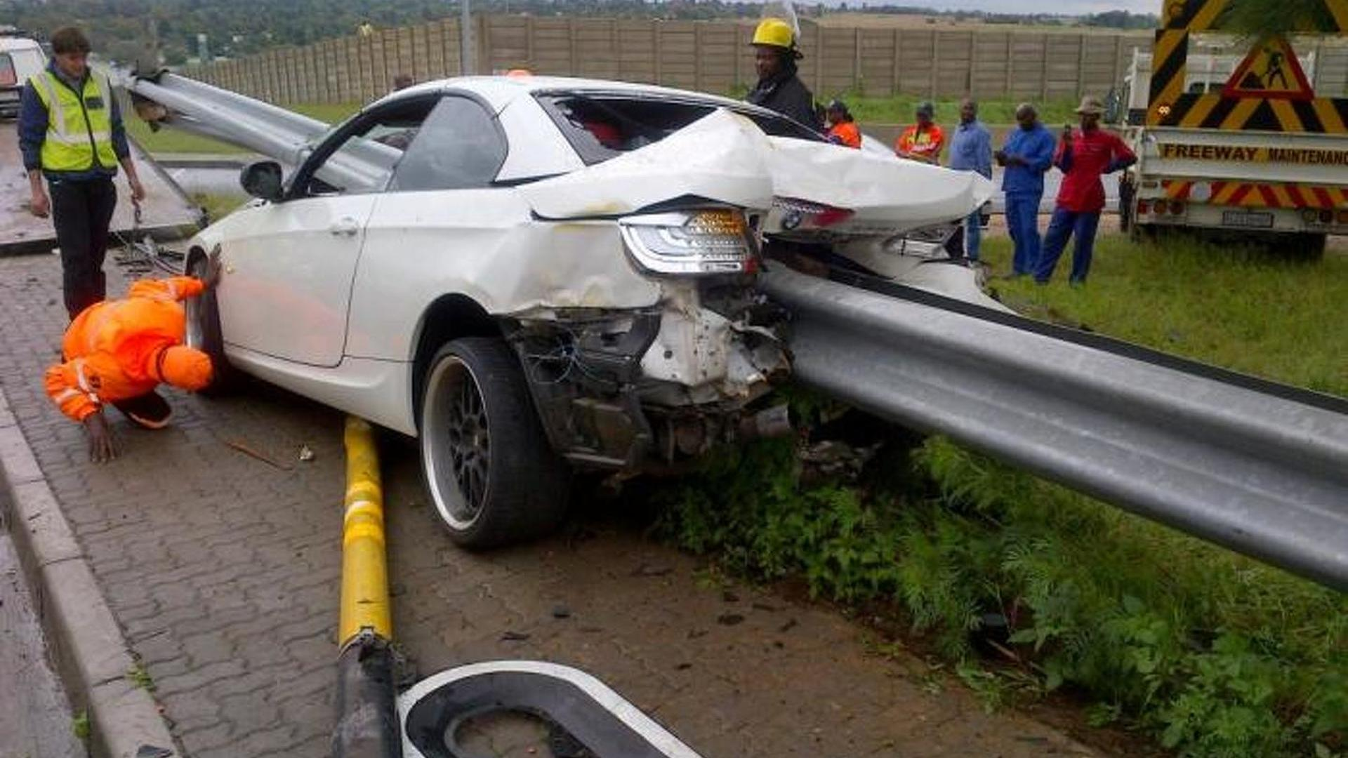 Amazing Crash Bmw 335i Hits Guard Rail No One Gets Hurt