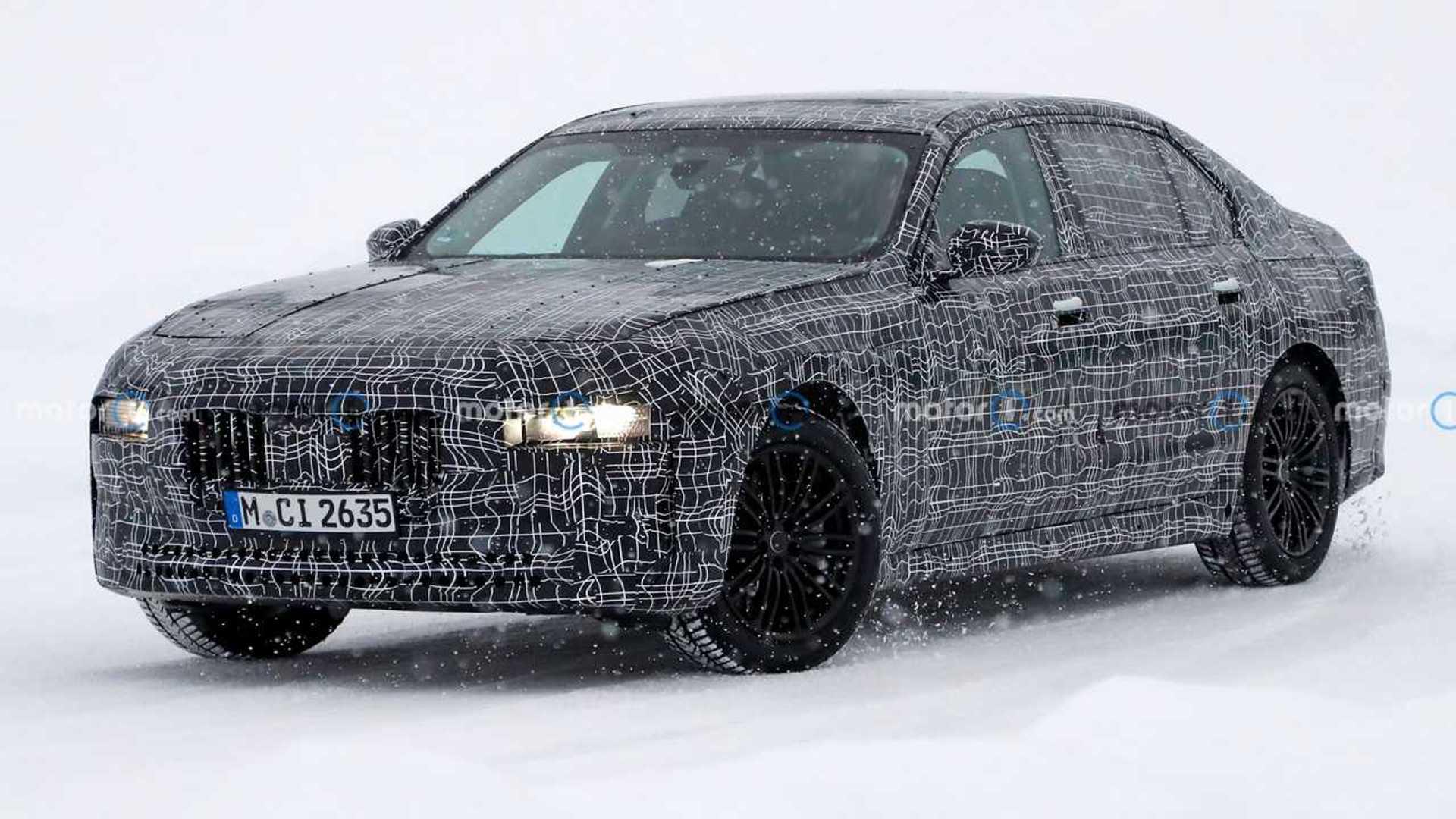Новое поколение BMW 7 серии шпионят за подбородком в снегу