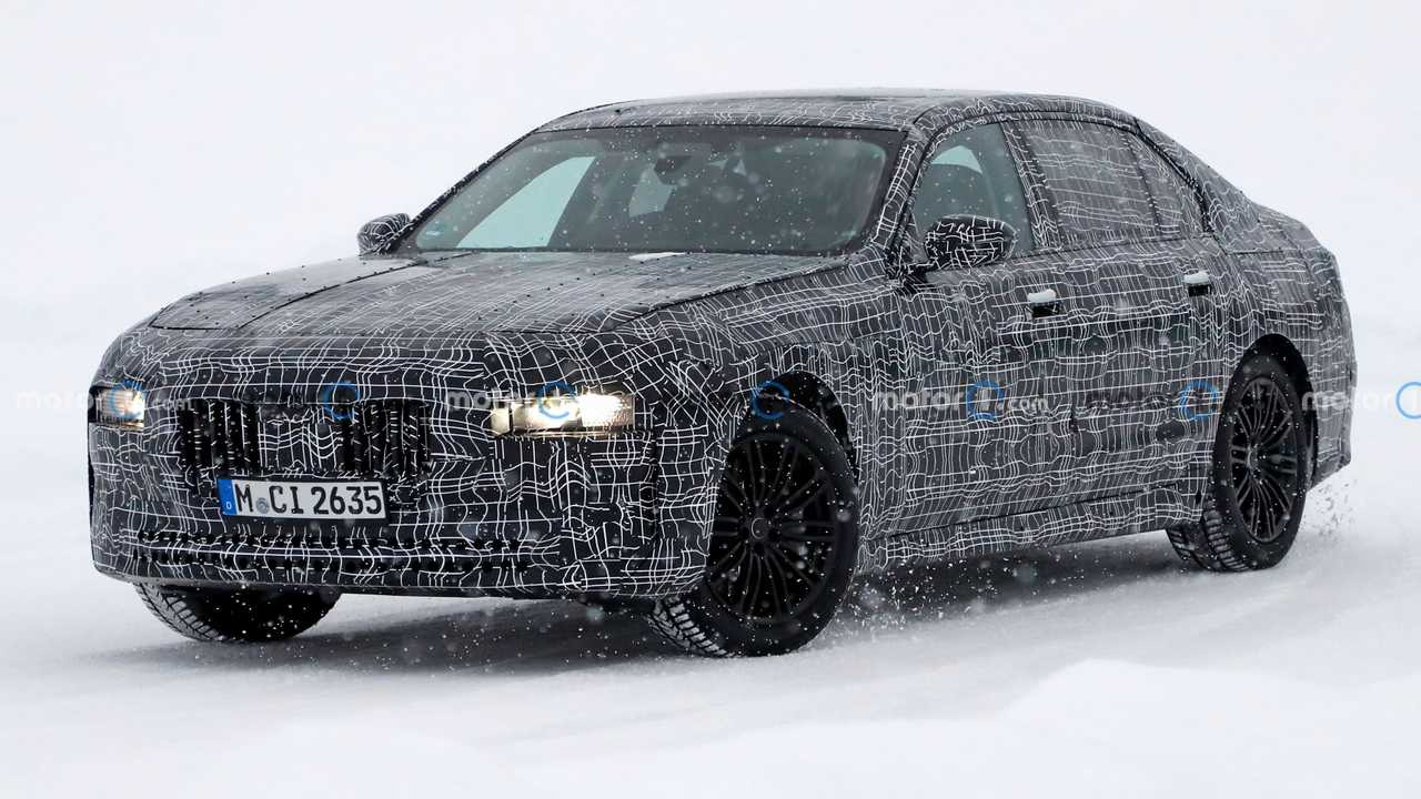 BMW 7 Series Front View Spy Photo