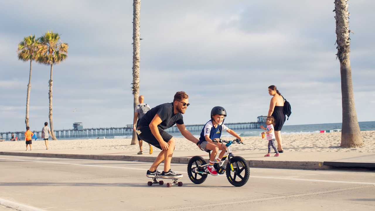 Husqvarna Replica eDrive - Riding at the Beach