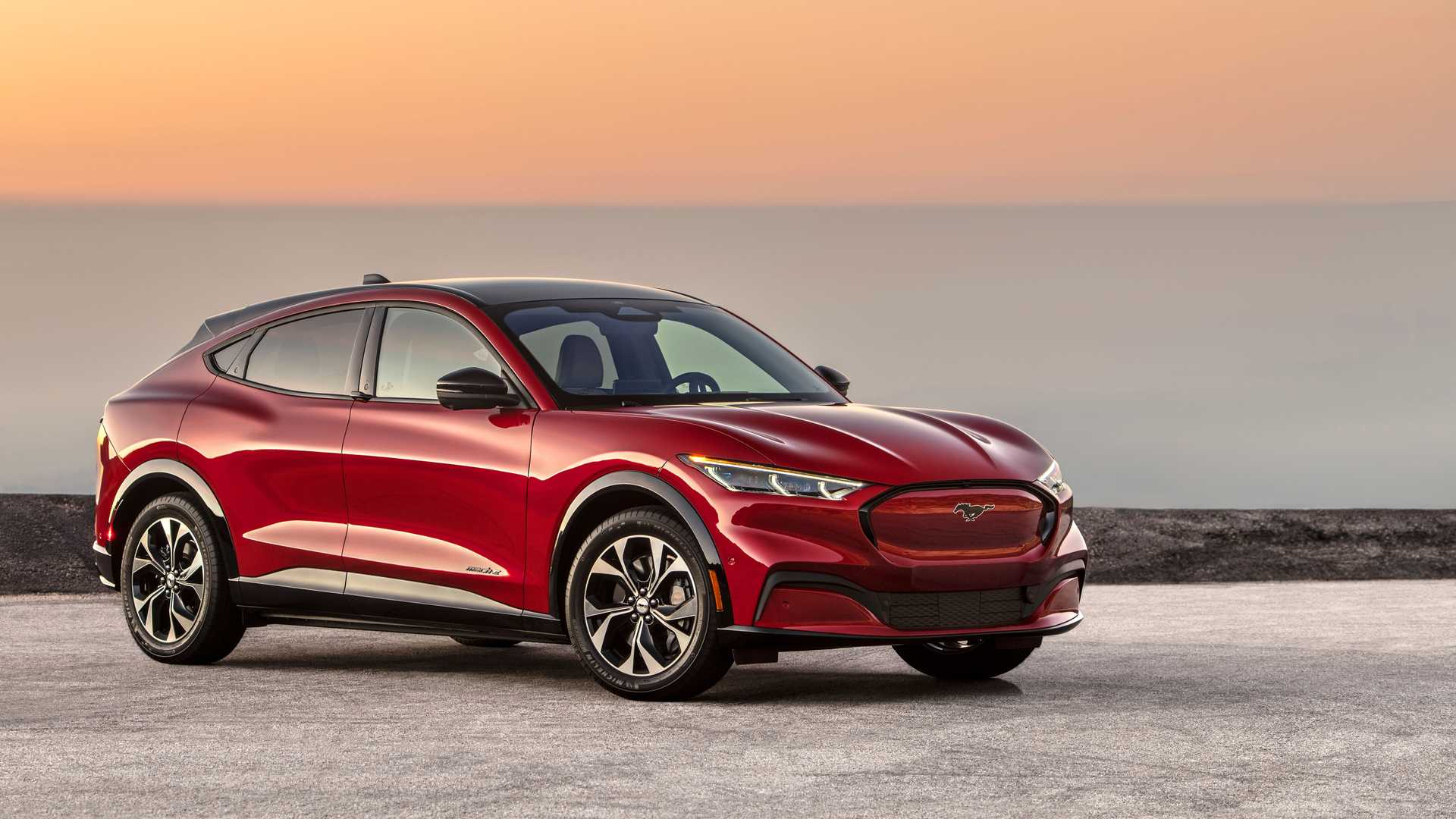 Ford Mustang Mach-Es, built between February 24 and June 18, 2021, are affected by a quite significant recall that concerns potentially improperly bon
